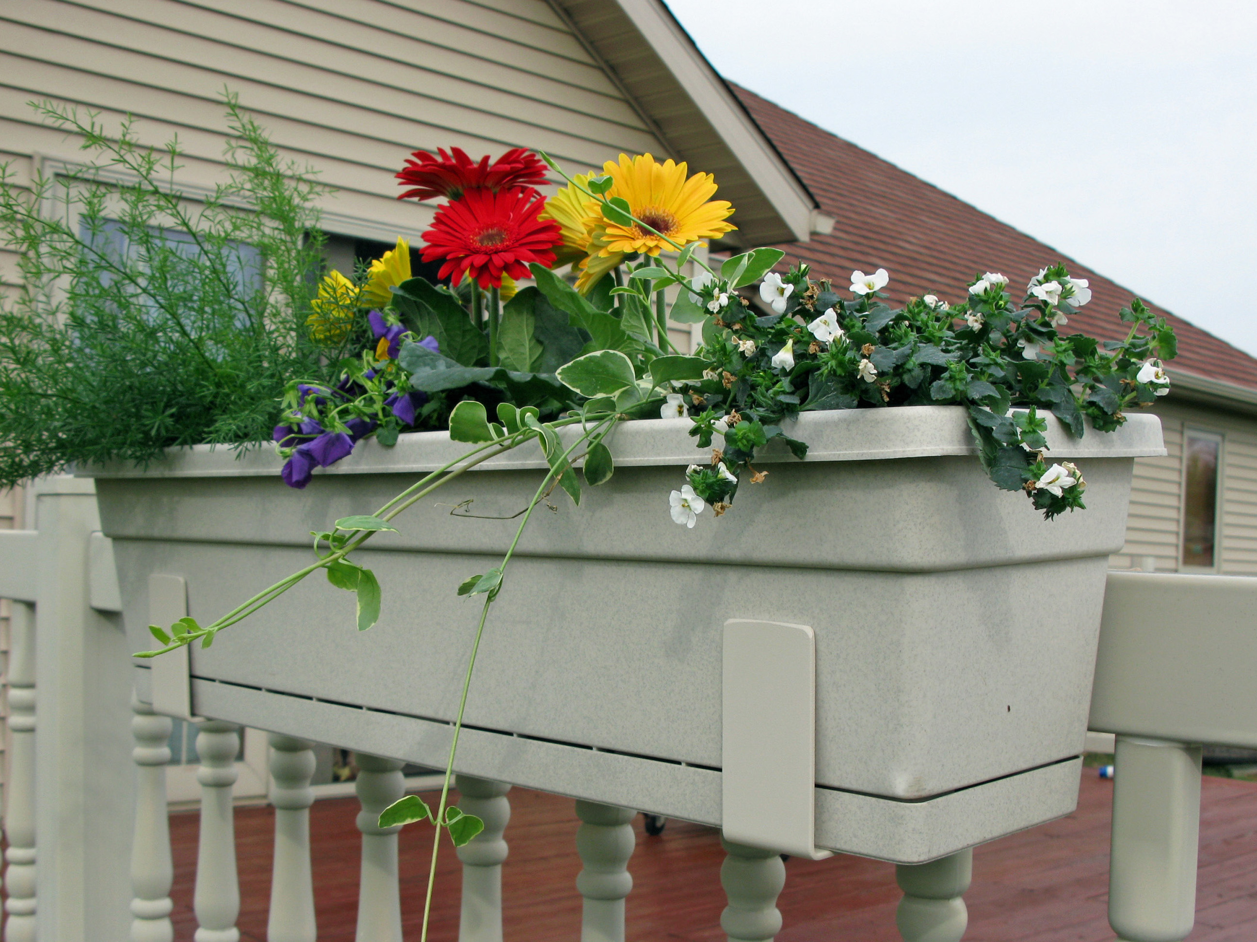 aluminum flowerbox hooks by discount fence supply inc. Black Bedroom Furniture Sets. Home Design Ideas
